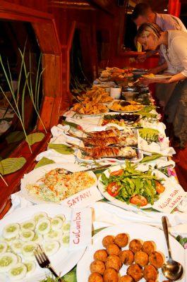 Maledivische Nacht auf der MY Sheena, es werden nur maledivische Gerichte serviert