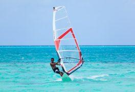 ber002129_medhufushi_windsurfing_01