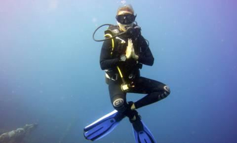 Yoga unter Wasser